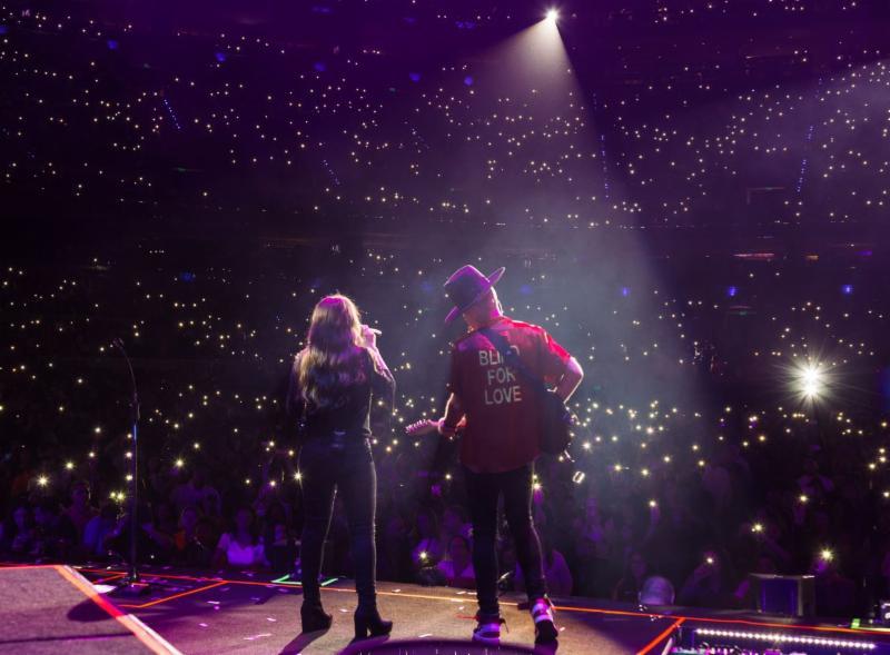 JESSE & JOY CIERRAN SU ESPECTACULAR GIRA 'UN BESITO MÁS TOUR' CON UN ABARROTADO CONCIERTO EN LA ARENA CIUDAD DE MÉXICOS